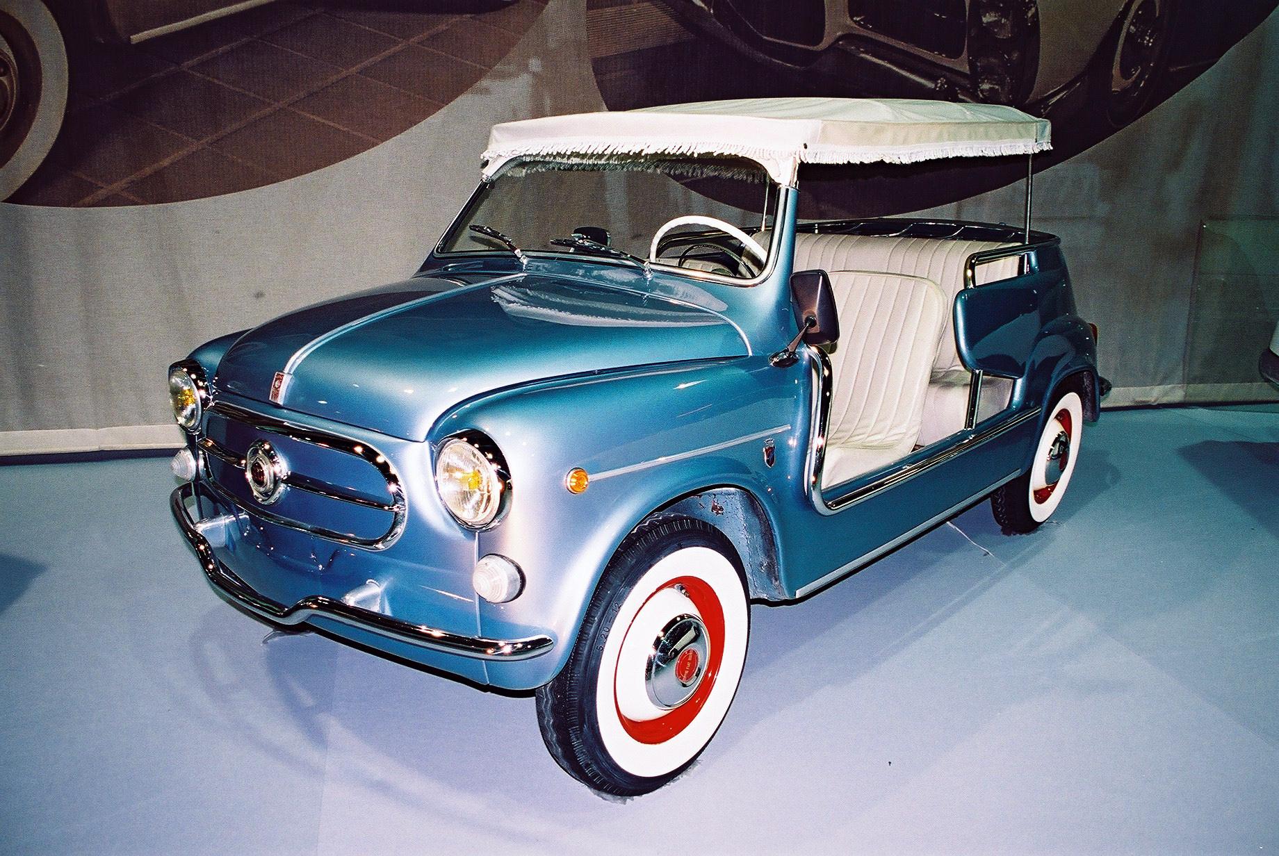 Fiat 600 Jolly - plażowe cacko, zbudowane w 1959 r. przez włoską oficynę karoseryjną Ghia dla księcia Monako Rainiera III. Fot.Grzegorz Chmielewski